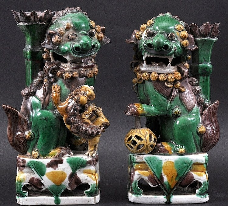A GOOD PAIR OF CHINESE KANGXI PORCELAIN FAMILLE