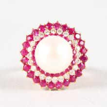 A SUPERB 18CT YELLOW GOLD, RUBY, DIAMOND AND PEARL CLUSTER RING.