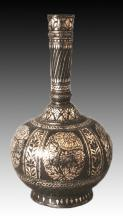AN 18TH/19TH CENTURY INDIAN BIDRI WARE SILVER INLAID BOTTLE VASE, the iron body inlaid with floral motifs, 9.8in(25cm) high.