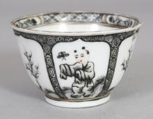 AN UNUSUAL 18TH CENTURY CHINESE GRISAILLE DECORATED PORCELAIN TEABOWL, 1.9in diameter & 1.2in high.