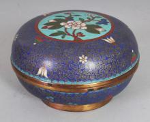 AN EARLY 20TH CENTURY CHINESE CLOISONNE CIRCULAR BOX & COVER, 4.75in diameter & 2.8in high overall.