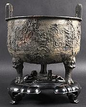 A CHINESE MING DYNASTY TWIN HANDLED BRONZE CENSER