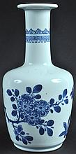 AN EARLY 20TH CENTURY CHINESE MALLET SHAPED BLUE