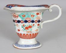 AN EARLY 20TH CENTURY JAPANESE IMARI PORCELAIN MILK JUG, 6.6in long including handle & 4.75in high.