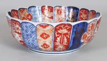 AN EARLY 20TH CENTURY JAPANESE IMARI FLUTED & LOBED PORCELAIN BOWL, 7.5in diameter & 2.8in high.