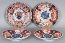 A GROUP OF FOUR EARLY 20TH CENTURY JAPANESE IMARI PORCELAIN PLATES AND OVAL DISHES, the largest plate 8.7in diameter. (4)