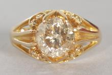 A SUPERB GENTS SINGLE STONE DIAMOND RING of 2.9CTS, set in yellow gold. <br>