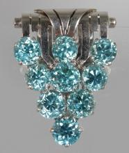 AN EARLY 20TH CENTURY BLUE ZIRCON CLIP BROOCH. <br>