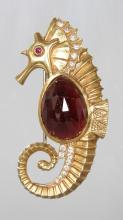 A GOOD 18CT YELLOW GOLD SEAHORSE BROOCH set with large cut garnets and diamonds. <br>