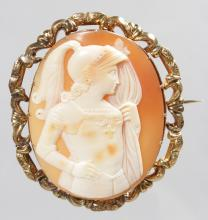 A VICTORIAN OVAL CAMEO BROOCH of a Roman figure. <br>5.5cms x 5cms.