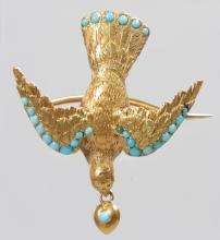 A GOLD AND TURQUOISE BIRD BROOCH.