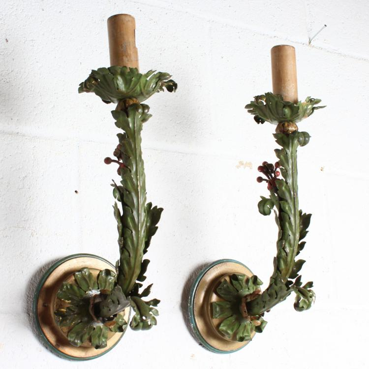 A pair of gilt metal wall lights with acanthus decoration for Acanthus decoration