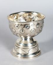 A HAMMERED SILVER CIRCULAR ROSE BOWL 4.75in diameter, on a silver pedestal, Birmingham 1909