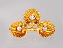 AN UNUSUAL GOLD AND DIAMOND BROOCH, modelled as three shells.
