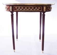 A GOOD LINKE MODEL OVAL VITRINE with lift off two handled tray, silk lined interior and ormolu mounts, supported on tapering legs. <br>2ft 11ins long.
