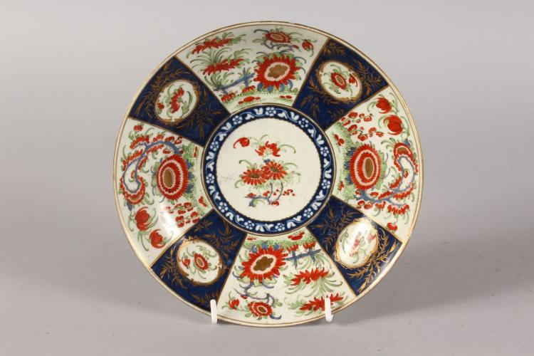 A WORCESTER CIRCULAR JAPAN PATTERN DISH. Square Chinese mark in blue. 7.5ins diameter.