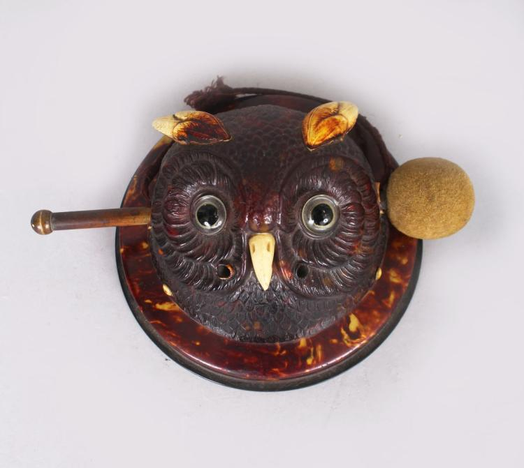 A VERY UNUSUAL SMALL OWL CIRCULAR GONG with hammer. 4.5ins diameter.