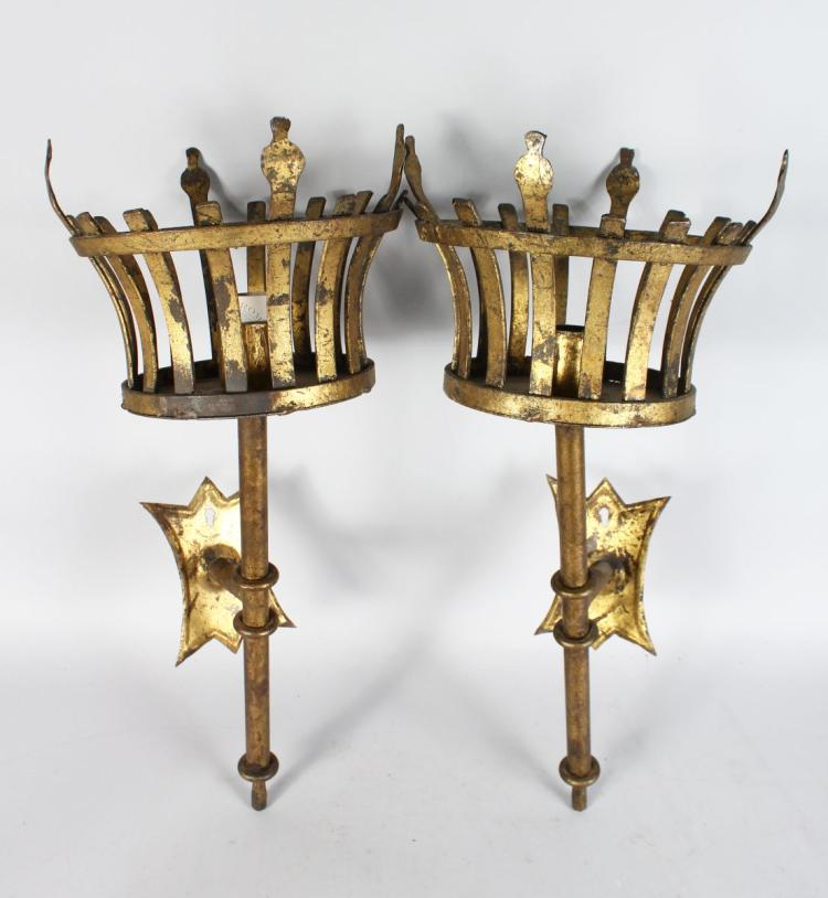 AN UNUSUAL PAIR OF 20TH CENTURY WROUGHT IRON WALL SCONCES, formed as medieval braziers. 2ft 1ins high.