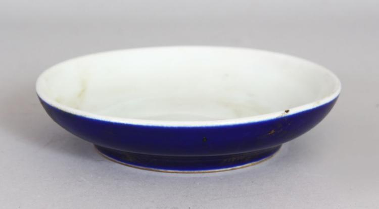 A CHINESE PORCELAIN SHALLOW BOWL OR BRUSH WASHER. with blue glazed sides. 6ins diameter.