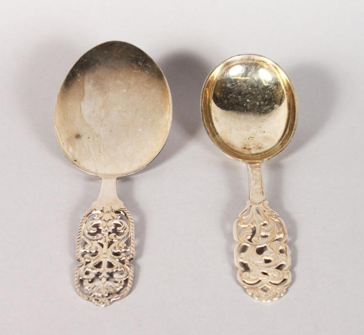 A PAIR OF .830 SILVER SWEDISH SPOONS.