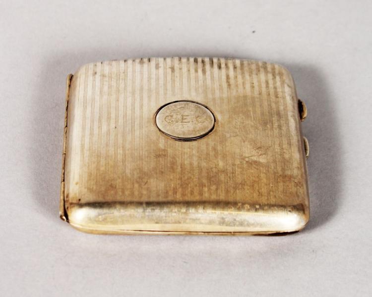 AN ENGINE TURNED SILVER CIGARETTE CASE. Birmingham 1918.