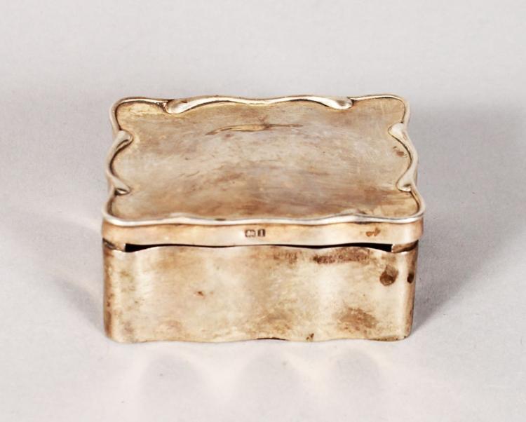 A SMALL SILVER PILL BOX. 2.25ins. Birmingham 1908.