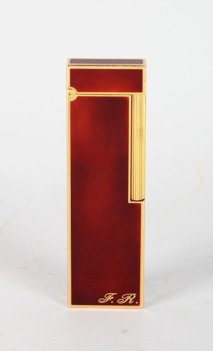 A LONG DUPONT LIGHTER No. 140163. LAQUE DE CHINE. Initials F. R. 4.75ins long.