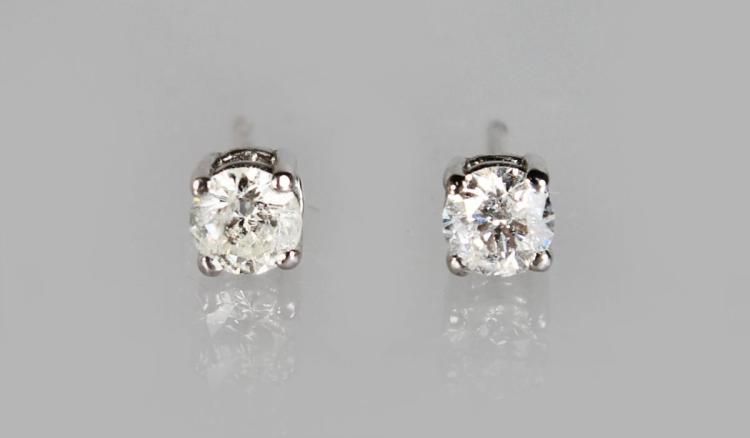 A PAIR OF 18ct GOLD DIAMOND STUD EARRINGS.