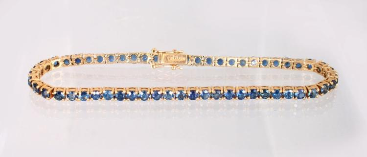 A 14K YELLOW GOLD AND SAPPHIRE LINE BRACELET.