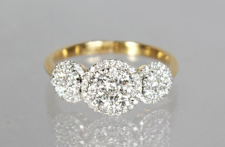 AN 18CT YELLOW GOLD DIAMOND RING OF 75 points.