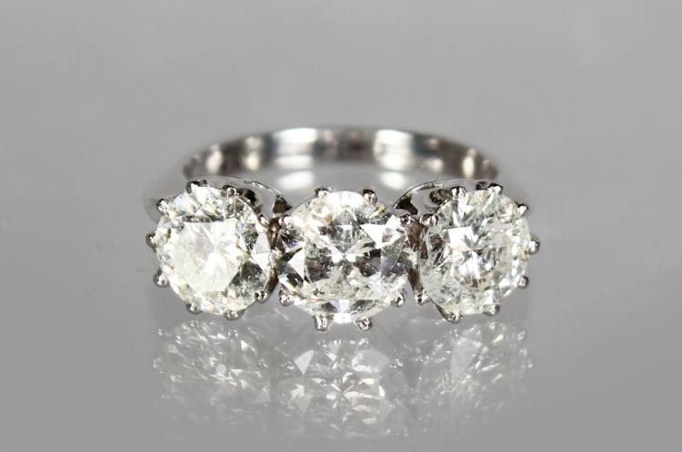 AN IMPRESSIVE 18CT WHITE GOLD THREE STONE DIAMOND RING of 3.3cts.