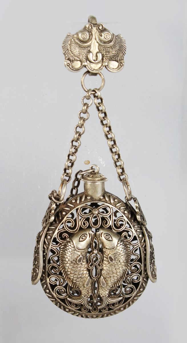 A CHINESE PIERCED WHITE METAL SNUFF BOTTLE AND STOPPER.