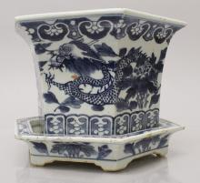 A 19TH CENTURY CHINESE BLUE & WHITE HEXAGONAL PORCELAIN JARDINIERE & STAND,