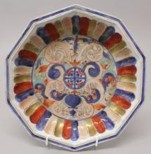 AN UNUSUAL EARLY 18TH CENTURY CHINESE IMARI PORTUGUESE MARKET OCTAGONAL DEE