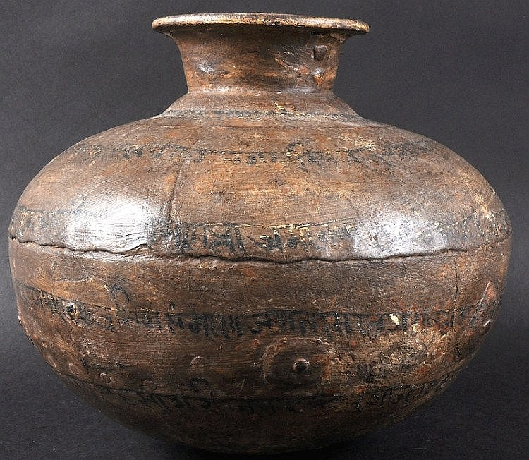 AN EARLY ISLAMIC POTTERY CIRCULAR VESSEL decorated