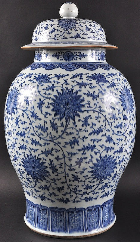 A FINE EARLY 18TH CENTURY CHINESE BLUE AND WHITE