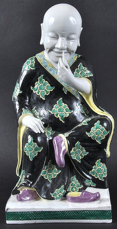 A LOVELY 19TH CENTURY CHINESE FAMILLE NOIRE FIGURE