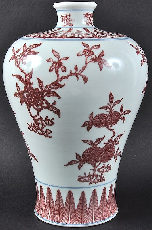 A CHINESE RED GLAZED PORCELAIN MEI PING VASE