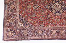 A PERSIAN RUG WITH DOUBLE BORDERS. <br>207cms x 128cms (6ft 9ins x 4ft 2ins).
