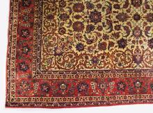 A LARGE PERSIAN RUG WITH DOUBLE BORDERS. <br>312cms x 207cms (10ft 3ins x 6ft 9ins).