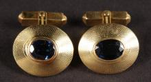 A GOOD PAIR OF 18CT YELLOW GOLD AND SAPPHIRE CUFFLINKS.