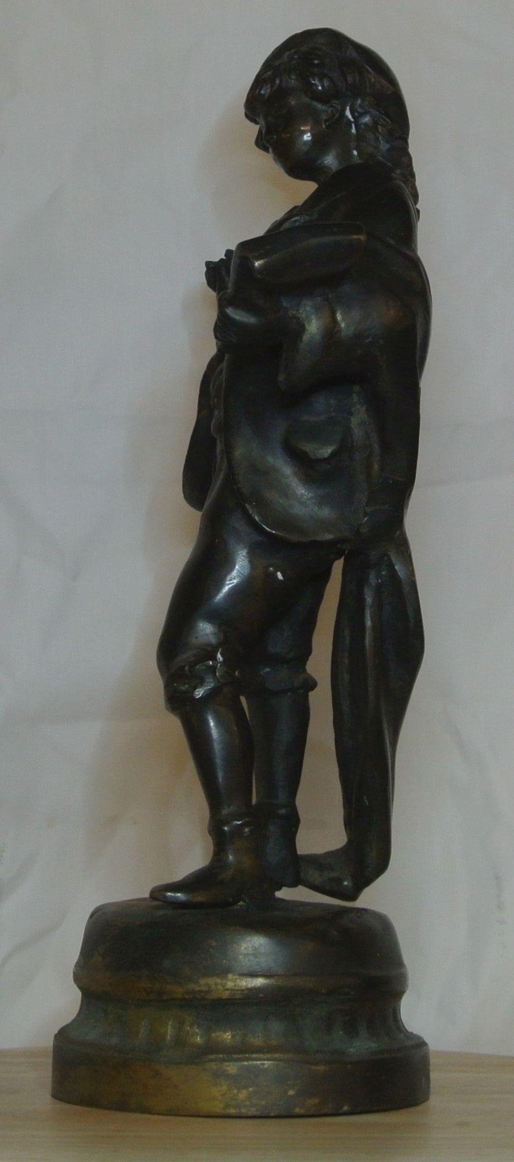Lot 14: An antique bronze figure, modelled as an artist with palette.