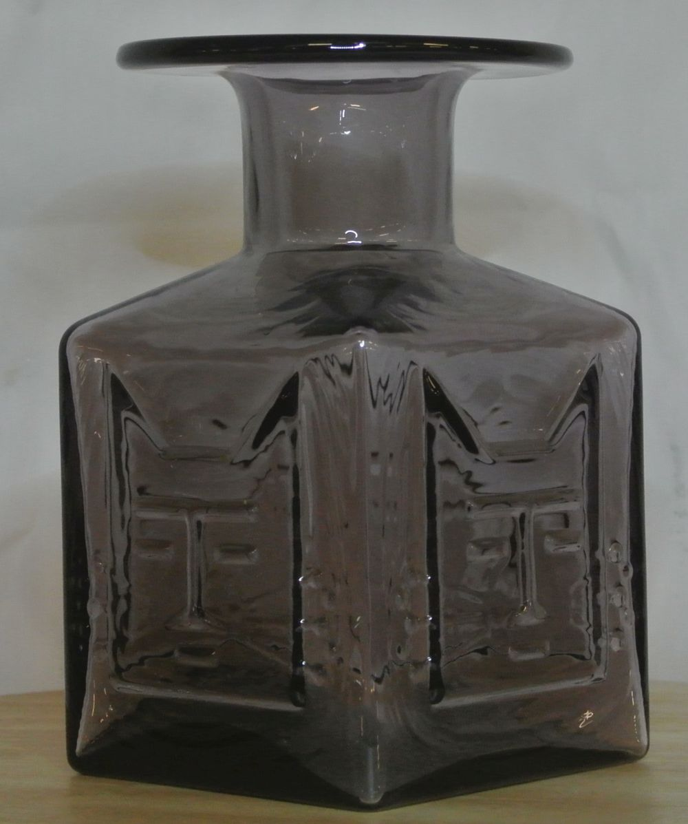 Lot 32: A vintage/ Mid Century lilac glass vase