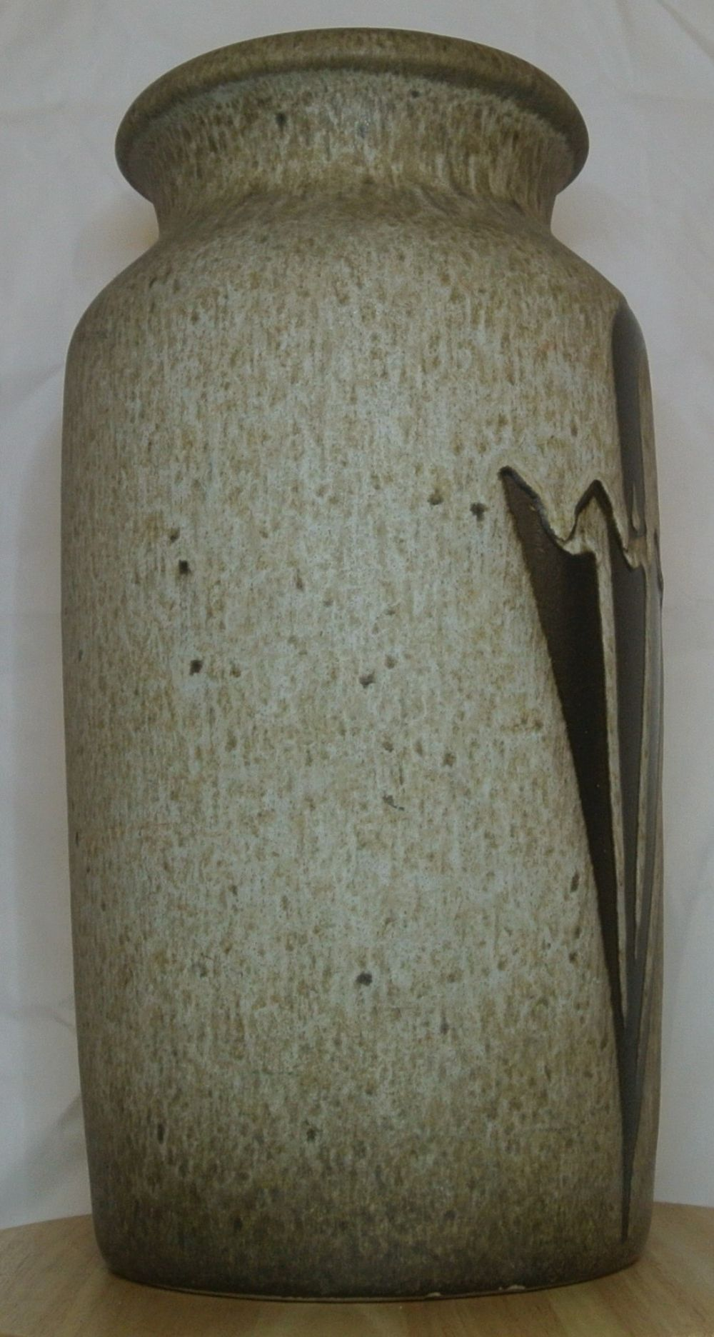Lot 62: A vintage/ Mid Century West German Scheurich Keramik 'Fat Lava' ceramic umbrella stand/ vase