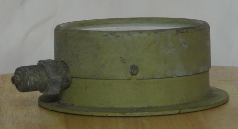 Lot 69: A vintage Budenberg pressure gauge with brass case.