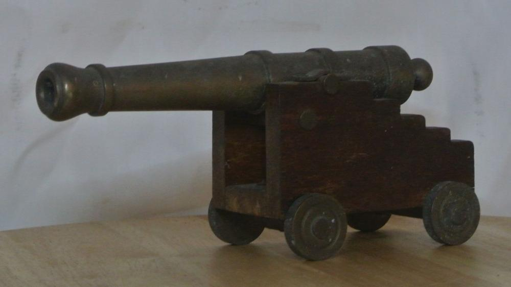 Lot 98: A vintage miniature brass canon on wooden base