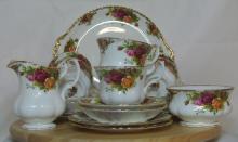 Lot 100: A Royal Albert 'Old Country Roses' tea set