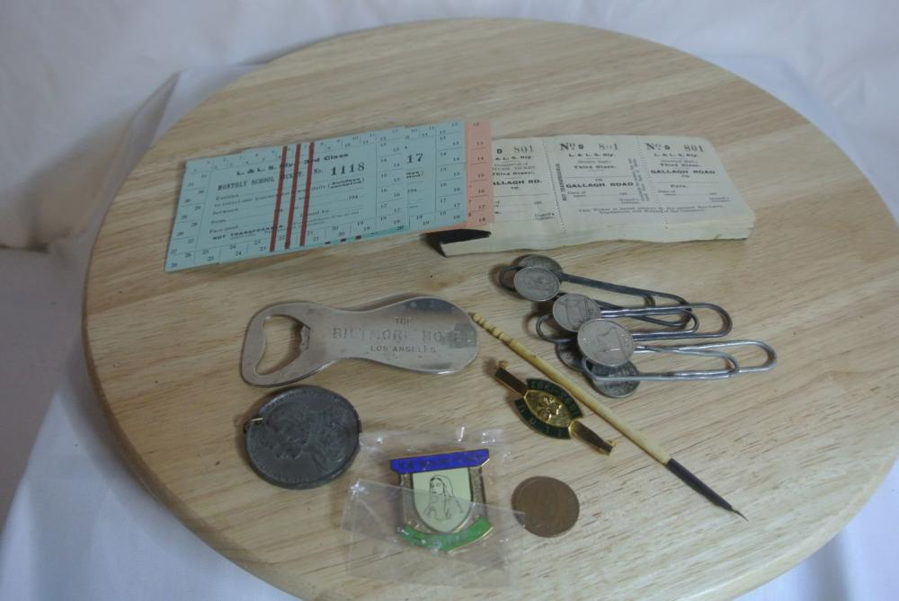 Lot 173: A collection of various items