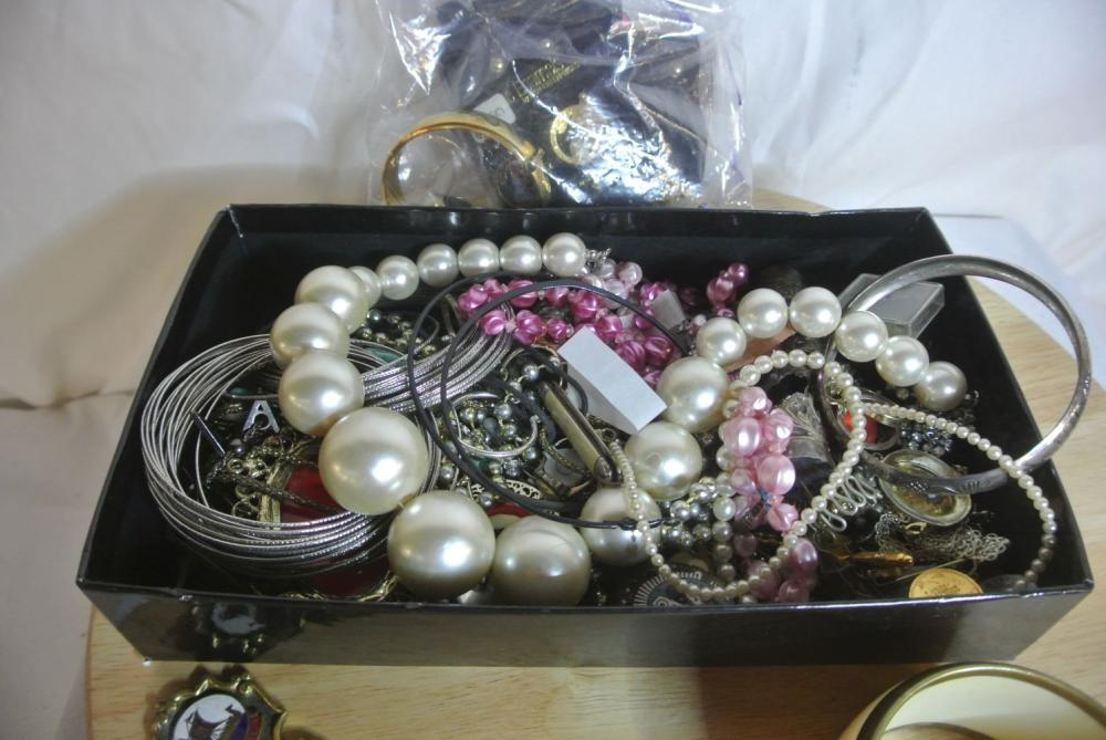 Lot 180: An assortment of various costume jewellery & more