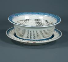 Oval blue and white Chinese porcelain fruit bowl with reticulated sides and scenic decoration with matching oval platter, c.1880, 11